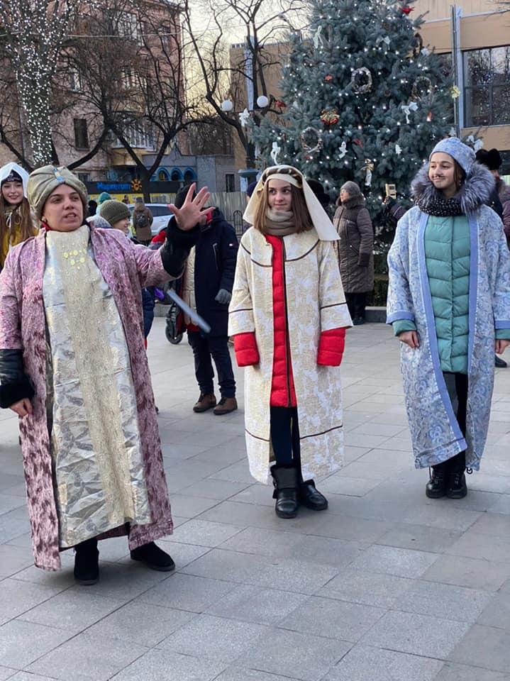Україна колядує, колядує вся земля!