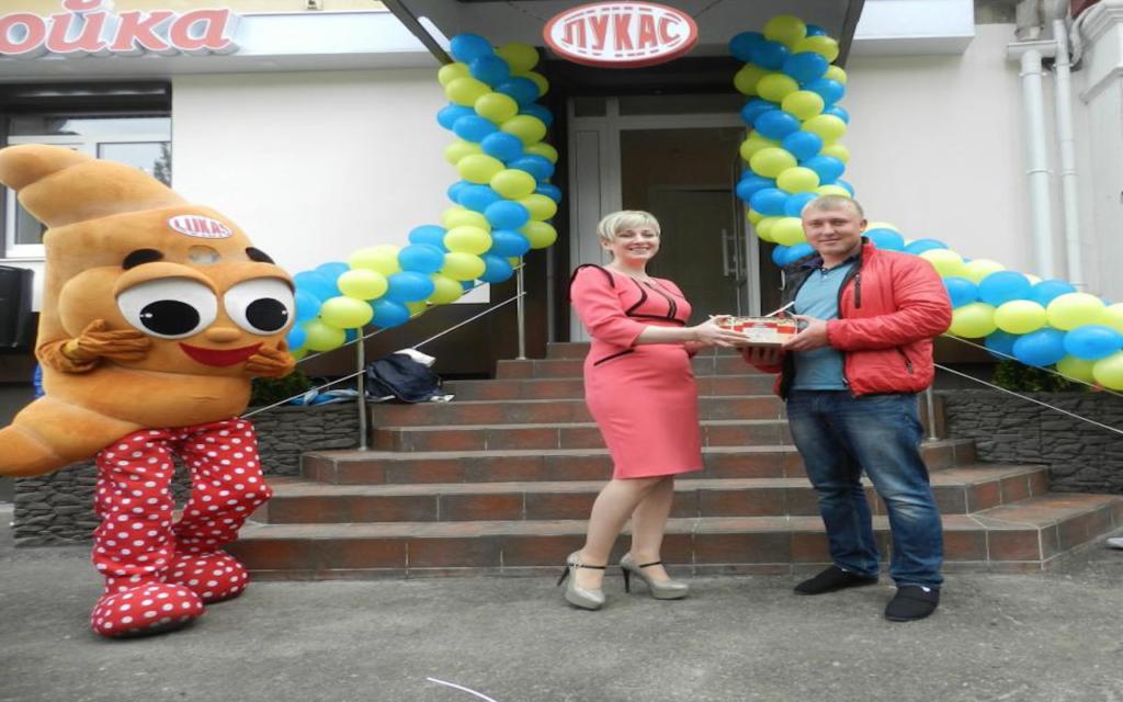 """Street-food cafe """"Слойка"""" від """"Лукас"""""""