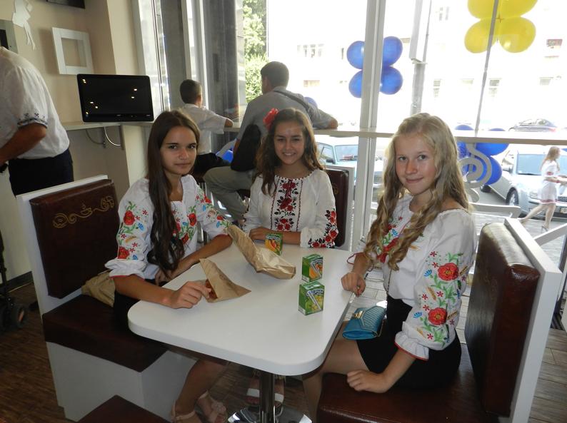 """Street-food cafe """"Слойка"""" від """"Лукас""""."""