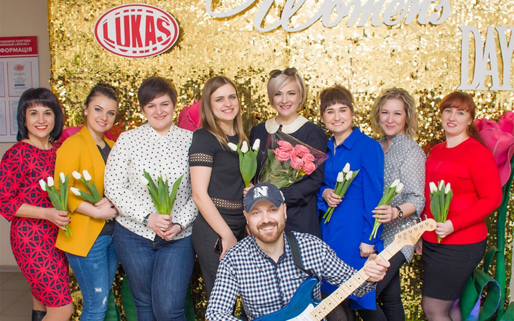 Неймовірний сюрприз влаштували для чарівних жінок в Компанії «Лукас»!